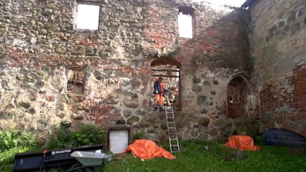 Aizputē notiek Livonijas ordeņa pils mūru konservācija