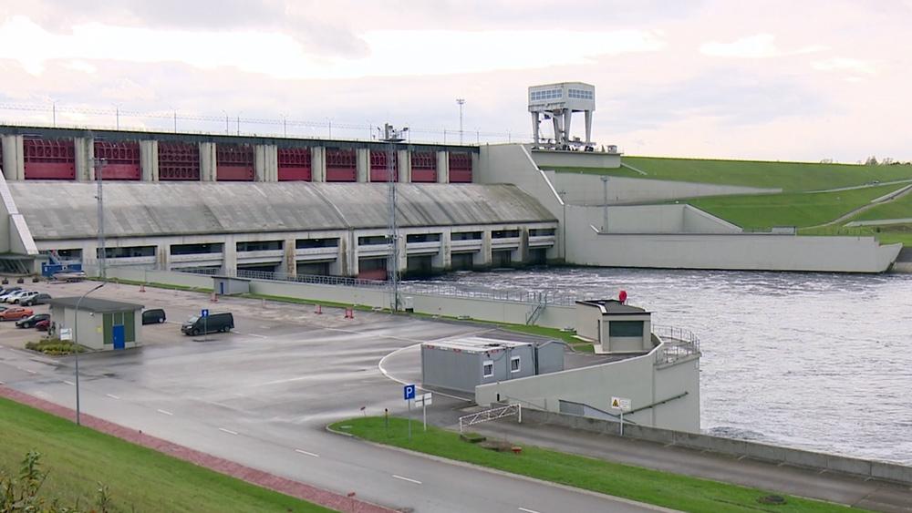 Aizkrauklē likvidē naftas produktu noplūdi Daugavā