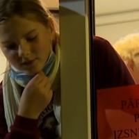 Jēkabpils skolēniem dala pārtikas pakas