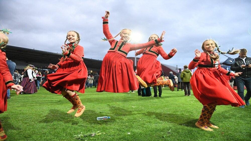 Vai dejotāji paspēs sagatavoties pārceltajiem skolēnu dziesmu un deju svētkiem?