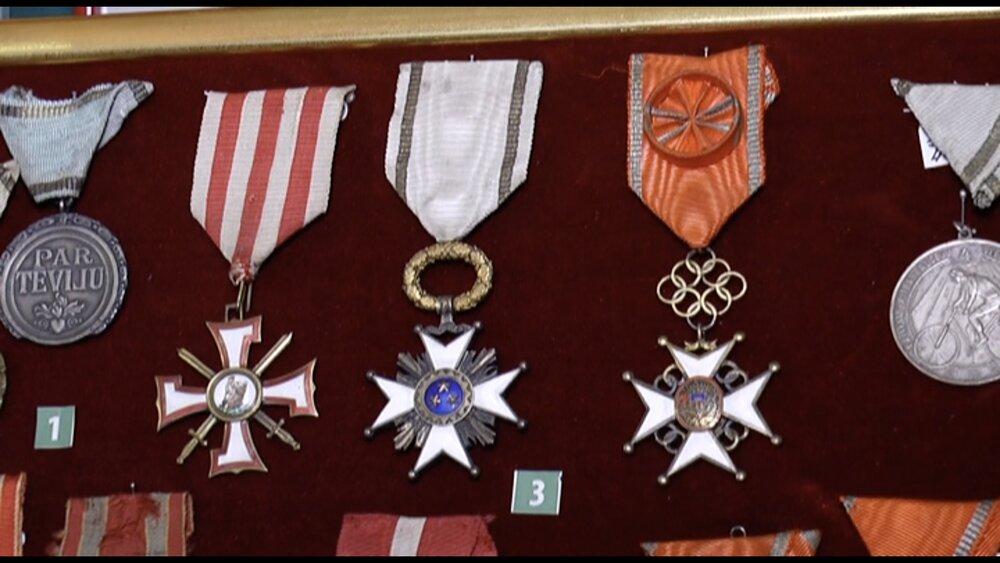 Atrasts vēsturiskais Latvijas Buru lidotāju skolas karogs
