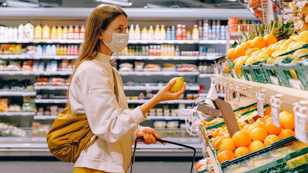 """Lielveikali gatavojas pircēju """"uzbrukumam"""" alkoholam un tabakas izstrādājumiem"""