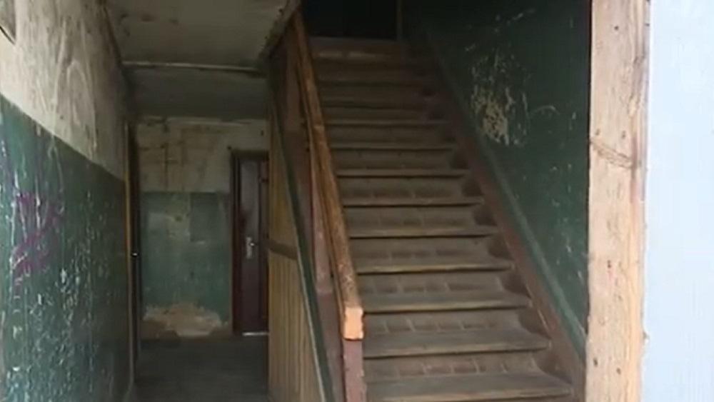 Avārijas stāvoklī esošas mājas iemītniekus Jēkabpilī pārcels uz citām telpām