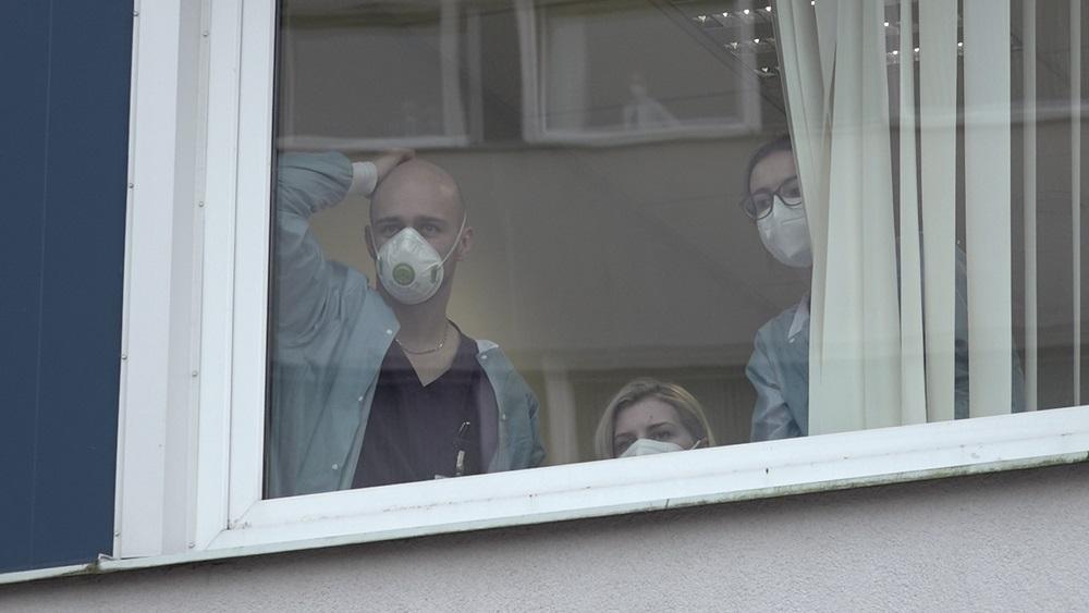 Slimnīcas ar Covid-19 pacientiem ir teju pārpildītas