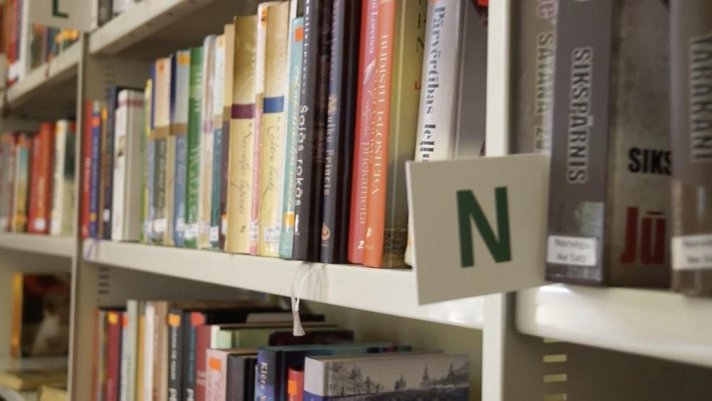Bibliotēkas atsāk grāmatu izsniegšanu