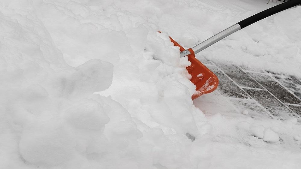 Snigšanas laikā sētniekiem darbs sākas pirms sešiem no rīta
