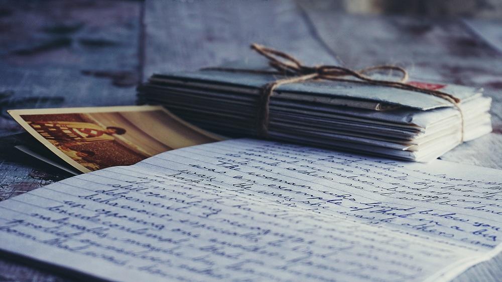 Vēstules ar roku Latvijā raksta vien retais