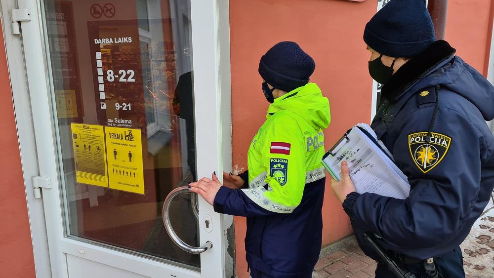 Likumsargi pārbauda, kā veikalos ievēro ierobežojumus