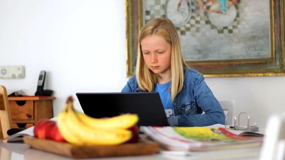 Attālinātās mācības sākumskolēniem sagādā problēmas vecākiem