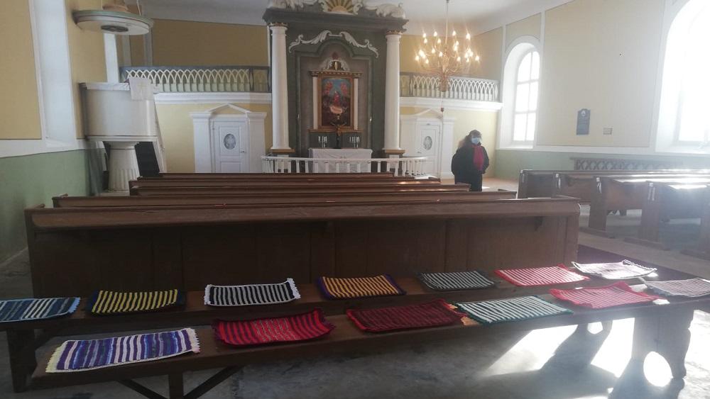 Ēveles baznīca gatavojas jubilejai ar īpašiem spilventiņiem