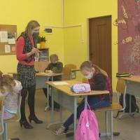 Sūnu pamatskolā priecājas par klātienes mācībām