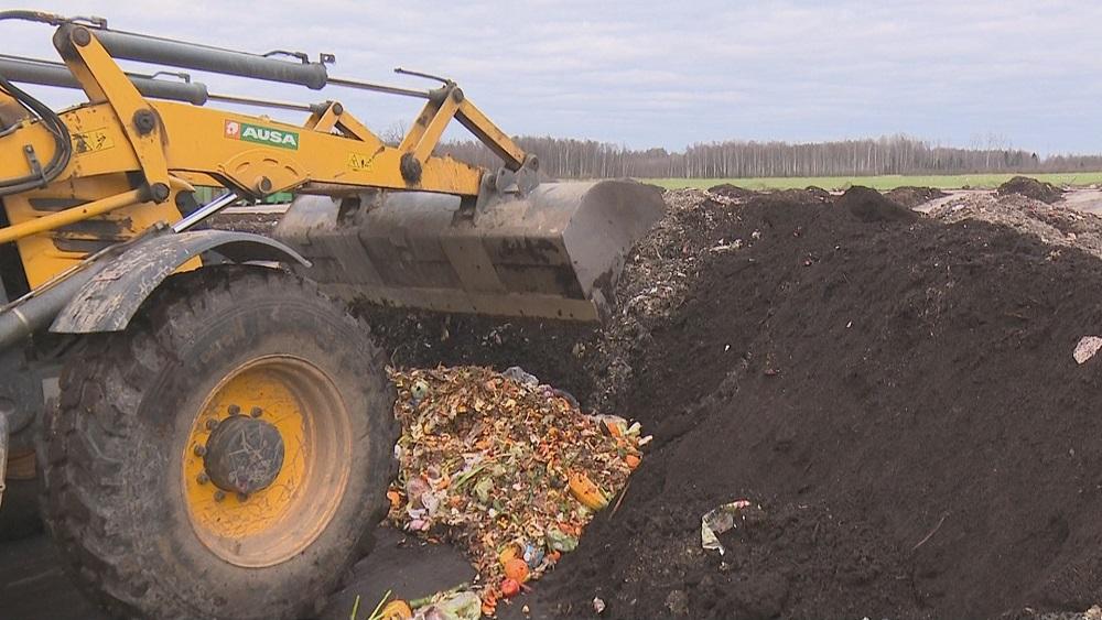 Atkritumu poligonā nogādā pirmo kravu ar jēkabpiliešu sašķirotajiem biomasas atkritumiem