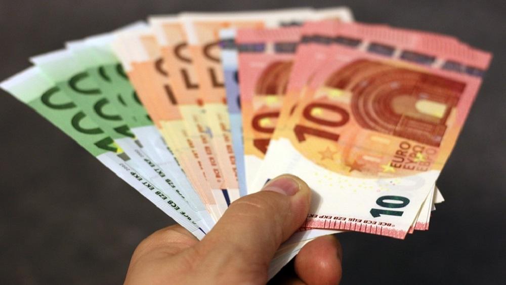 Latvijas iedzīvotāji vēl joprojām finanšu lēmumus pieņem neapdomīgi