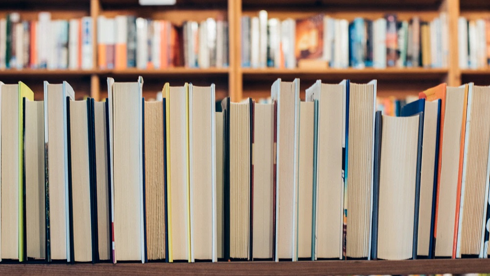 Sāk darboties Latvijā pirmais bibliotēkas pakomāts