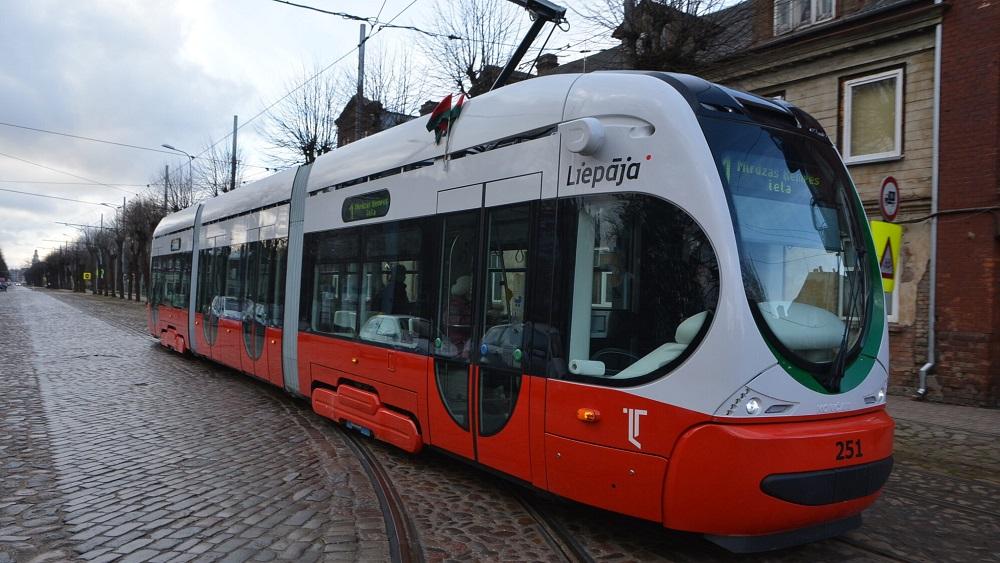 Liepājā nogalinātā tramvaja vadītāja kolēģiem nepieciešama psihologu palīdzība