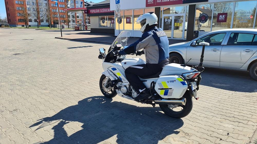 Valsts policija satiksmi sāk uzraudzīt arī ar motocikliem