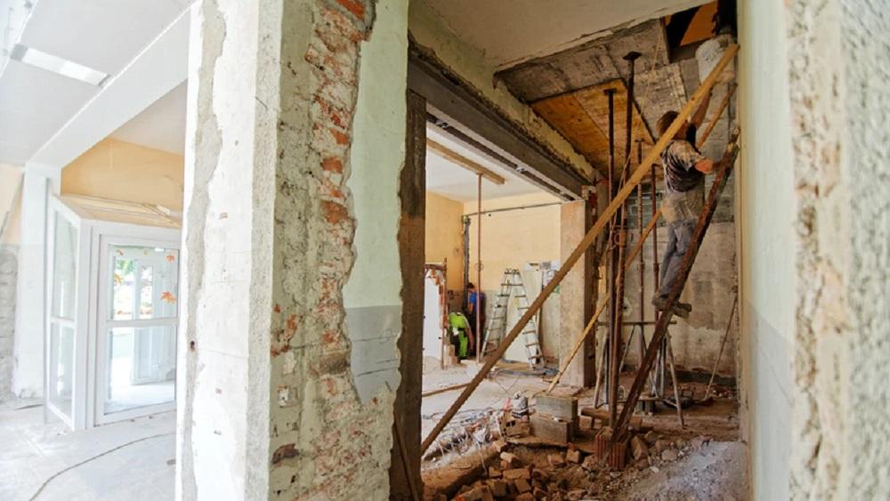 Būvnieki: lielā daļā publisko ēku notiek patvaļīga būvniecība