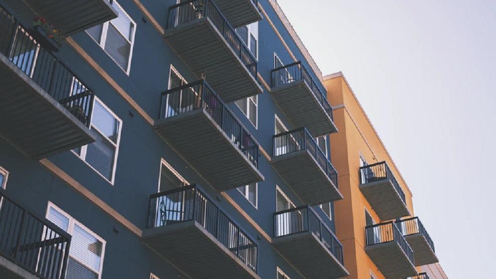 Daudzdzīvokļu ēkas apsaimniekot paši izvēlas pamazām