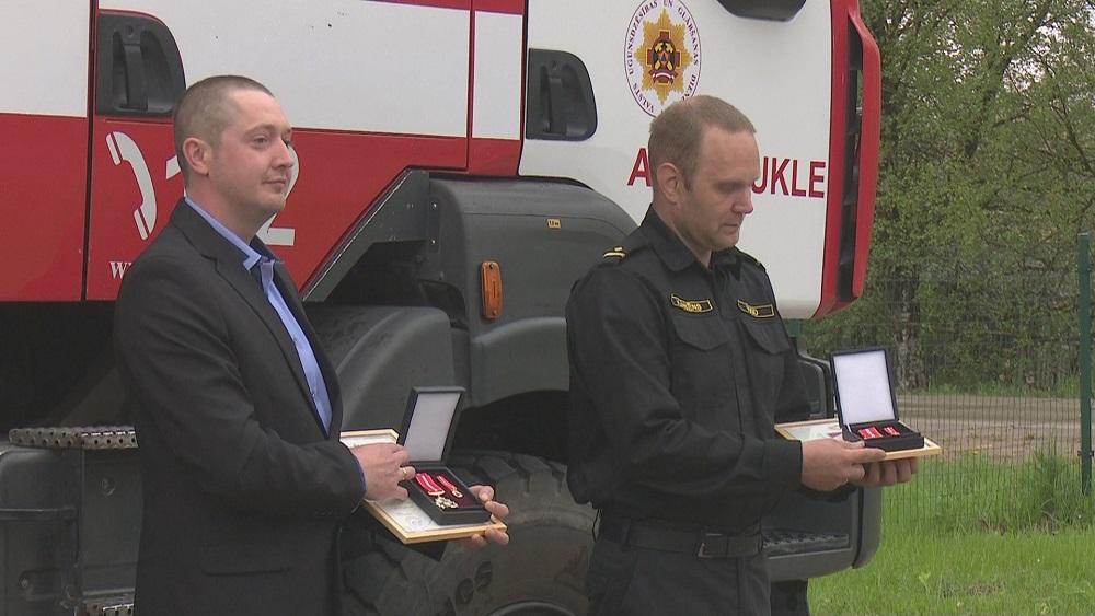 Par cilvēka dzīvības glābšanu apbalvo Aizkraukles ugunsdzēsēju un Pļaviņu novada iedzīvotāju