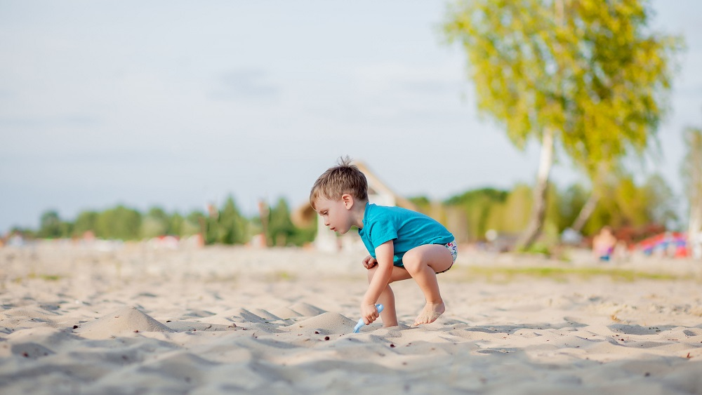 Liepājas pludmalē katru dienu no vecākiem noklīst kāds bērns