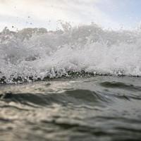 Brīdina par bīstamām atstraumēm jūras piekrastes zonās