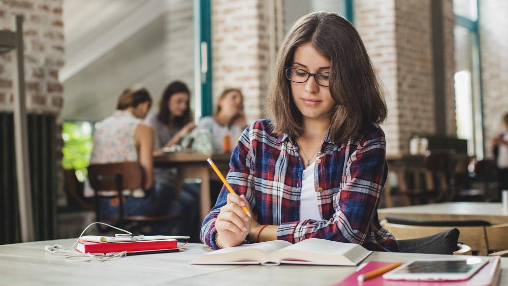 Mēnesi pirms mācību gada studentiem nav skaidrības par vakcinēšanos augstskolās