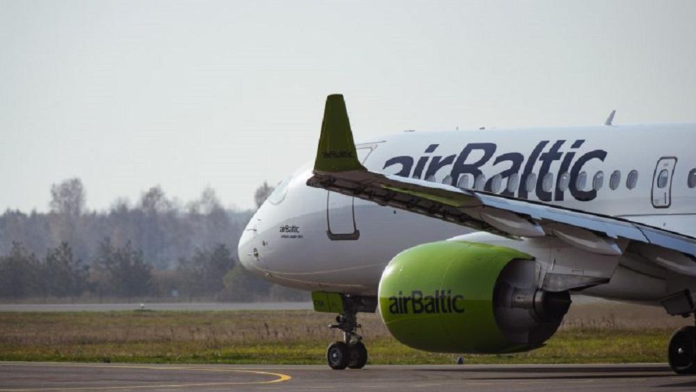 """Kā Liepājas lidostu ietekmē regulārā reisa """"Rīga-Liepāja"""" atlikšana?"""