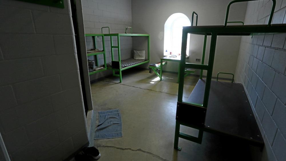 Darbinieku trūkums rada raizes par drošību cietumos