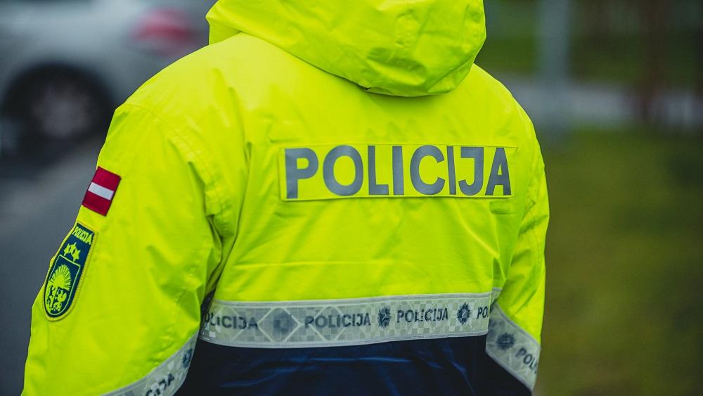 Pie patvērumu meklētāju centriem izvieto policijas papildspēkus