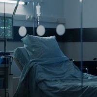 Slimnīcu pārslodze - Covid-19 pacientu skaits slimnīcās pieaudzis līdz 317