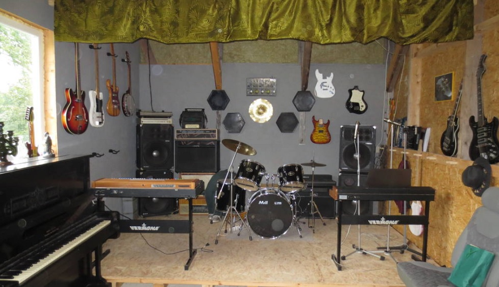 Uguns nav atņēmusi cerību par jaunu ģitāru darbnīcu