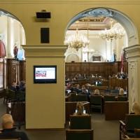 Vai ielaist Saeimā bijušos deputātus, pret kuriem ir sankcijas?