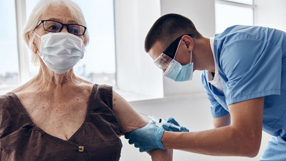 Pie ģimenes ārstiem sākusies vakcinācija pret gripu