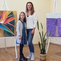 Aucē atklāta astoņgadīgās Noras un viņas mammas pirmā kopīgā izstāde