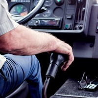 Atceļ pašvaldību atlaides autobusos; jūrmalniekiem problemātiski atrast skaidru naudu